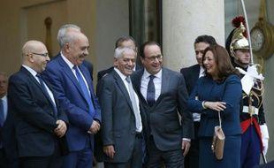 Les représentants du quartette tunisien pour le dialogue national, prix Nobel de la Paix, reçus par François Hollande le 16 octobre 2015 à l'Elysée