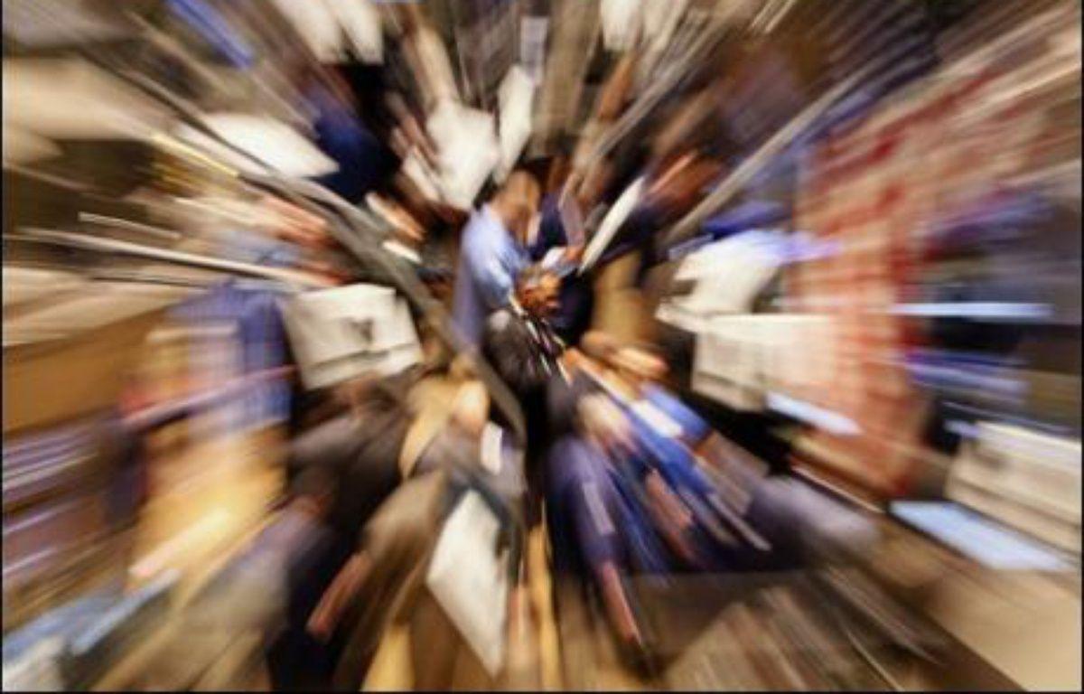 La Bourse de New York a terminé en forte baisse jeudi, plombée par un nouveau regain d'inquiétudes sur l'impact de la crise des prêts hypothécaires à risque, après le gel par BNP Paribas de trois fonds: l'indice Dow Jones a lâché plus de 380 points (-2,83%) et le Nasdaq a cédé 2,16%. – Timothy Clary AFP