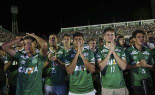 Les joueurs de Chapecoense qui n'avaient pas fait le déplacement, réunis au stade de Chapecoense le 30 novembre 2016.