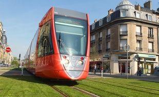 Un tramway dans les rues de Reims, illustration