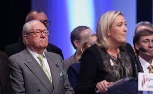 Jean-Marie Le Pen et sa fille Marine Le Pen le 30 novembre 2014.