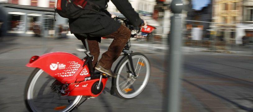 Lille, le 6 dŽcembre 2011. Des cyclistes ˆ V'Lille dans le centre ville.