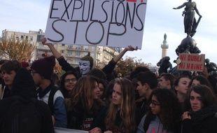 Pancarte brandie par des lycéens lors de la manifestation