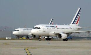 Un avion d'Air France sur le tarmac de l'aéroport Roissy Charles de Gaulle, près de Paris, le 18 mars 2015