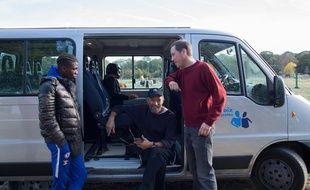 Dans le film Hors Normes d'Eric Toledano et Olivier Nakache, Vincent Cassel joue le rôle de Stéphane Benhamou, fondateur de l'association le Silence des justes et Reda Kateb celui de Daoud Tatou, du relais Ile-de-France. Deux associations qui épaulent les jeunes autistes qui ont inspiré fortement le film.