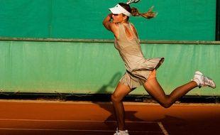 Illustration d'une joueuse de tennis.