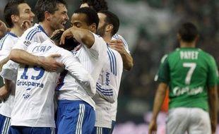 Les Lyonnais fêtent un but à Saint-Etienne, le 12 février 2011, à Geoffroy-Guichard.