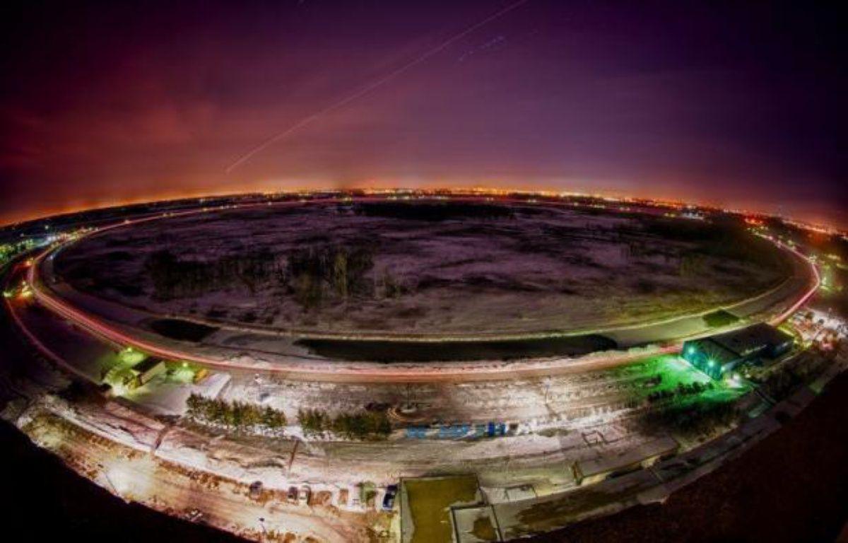 De nouvelles mesures faites par deux équipes avec l'accélérateur américain Tevatron, fermé en 2011, indiquent que le boson de Higgs, clé manquante de la théorie des particules élémentaires, serait près d'être débusqué, a annoncé mercredi le laboratoire américain Fermilab. – - afp.com