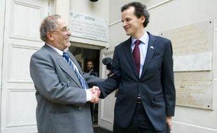 Le recteur et le consul des Etats-Unis ont échangé quelques mots en arabe.