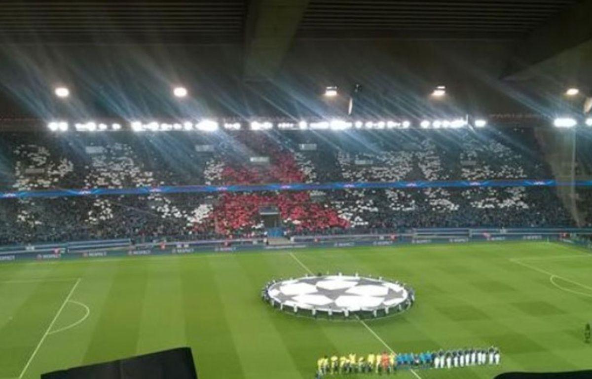 Le tifo déployé au Parc des Princes pour le match entre PSG et Chelsea le 17 février 2015. – Capture d'écran Twitter/DR