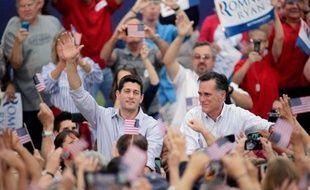 Le prétendant républicain à la Maison Blanche Mitt Romney a cherché à prendre ses distances dimanche avec le projet budgétaire de son colistier, une manière de se protéger des critiques des alliés démocrates du président Barack Obama.