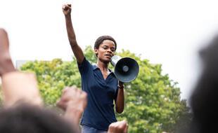 Letitia Wright campe chef des Black Panthers dans « Mangrove », le premier volet de l'anthologie « Small Axe ».