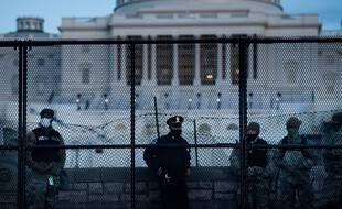 Des forces de l'ordre devant le Capitole (photo d'illustration).