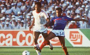 Le footballeur français Jean Tigana (à droite), lors de la demi finale face au Portugal, le 23 juin 1984.