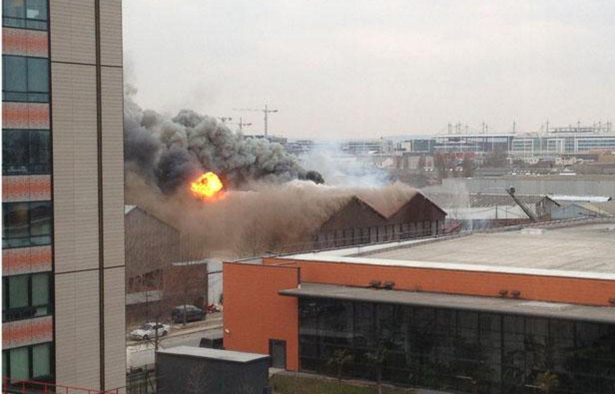 Incendie d'un camp de Roms à Aubervilliers, le 22 février 2013. – CELIA JOURDHEIL/SIPA
