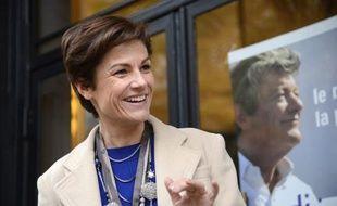 """Une soixantaine de militants contre le mariage homosexuel sont allés jeudi à l'aube, à l'appel du mouvement Le printemps français, """"réveiller"""" la sénatrice UDI Chantal Jouanno pour l'encourager à voter contre le projet de loi."""