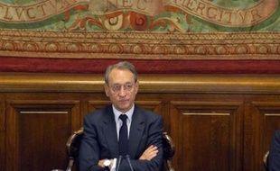 """Le maire PS de Paris, Bertrand Delanoë, a estimé vendredi sur RTL que Nicolas Sarkozy avait """"essayé"""" péniblement lors de son interview télévisée la veille """"d'expliquer sa propre impuissance""""."""