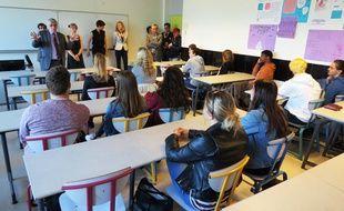 Le recteur d'académie Wiliiam Marrois a échangé mercredi avec une classe du lycée Carcouët à Nantes.