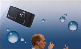 Un homme, un téléphone portable et des capacités de mémorisation moindres?