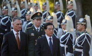 Après la France, le président Hu Jintao a entamé samedi une visite d'Etat de deux jours au Portugal qui espère bénéficier à son tour de la manne chinoise pour soutenir son économie en crise et alléger la pression des marchés financiers internationaux sur sa dette.