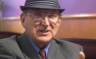 Arthur Jones, homme politique américain ouvertement négationniste, suprémaciste et anti-gay.