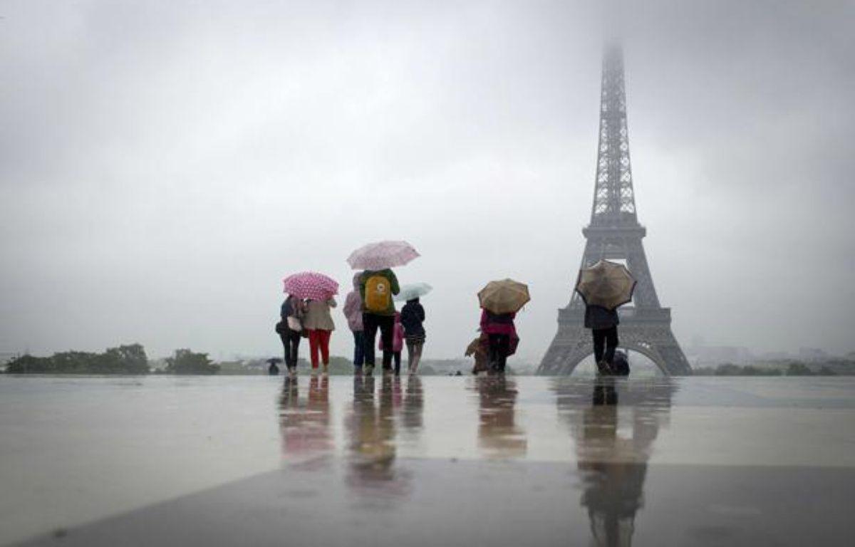 Pluie au Trocadéro, à Paris, le 21 mai 2012. – TIMUR EMEK/SIPA