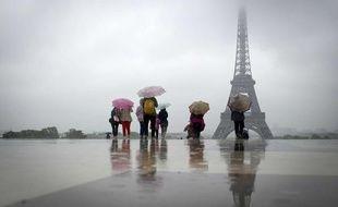 Pluie au Trocadéro, à Paris, le 21 mai 2012.