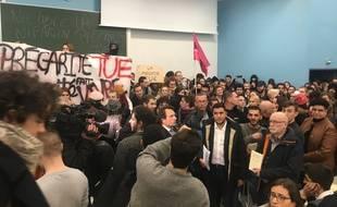 Des étudiants ont envahi un amphi de l'université de Lille mardi 12 novembre