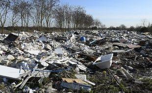 Decharge sauvage dans les Yvelines, sur la plaine entre Carrières-sous-Poissy, Triel-sur-Seine et Chanteloup-les-Vignes.
