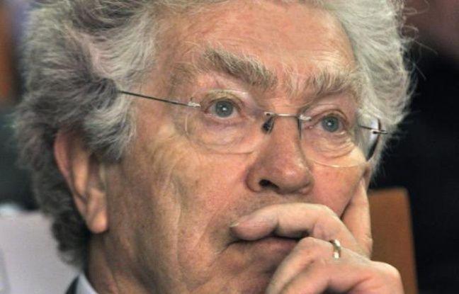 """L'ex-ministre socialiste Pierre Joxe, devenu avocat spécialisé dans la défense des enfants, plaide pour le système français de justice des mineurs, régie par un droit spécial dont il redoute la """"démolition"""", dans un livre intitulé """"Pas de quartier?"""", publié mercredi."""