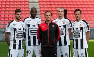 Les quatre gardiens rennais (entourant leur coach Christophe Revel) : Benoît Costil, Abdoulaye Diallo, Edvinas Gertmonas, Olivier Sorin (de g. à d.).
