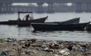 Illustration de la pollution sur les plages