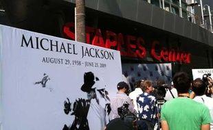 Devant le Staples Center de Los Angeles où se déroulera mardi 7 juillet la cérémonie d'hommage à Michael Jackson. Photo prise le vendredi 3 juillet 2009.