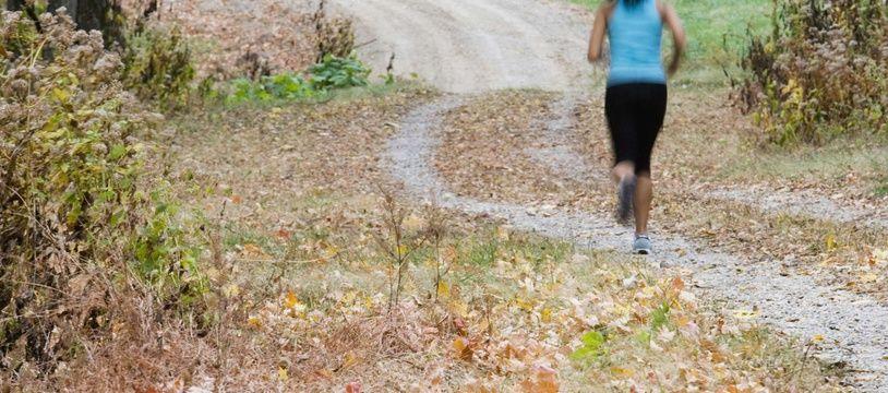 Une joggeuse en train de courir. (Photo illustration)