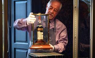 Vendue Pres De 950 000 Euros Une Bouteille De Whisky Etablit Un