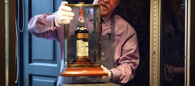 La bouteille de whisky de 1926 qui détient le nouveau record de prix de vente, à près de 950.000 euros.