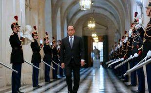 Le président François Hollande se dirige vers le Parlement réuni à Versailles, le 16 novembre 2015