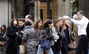 L'arrivée des jeunes de Levallois-Perret, le 23 février 2009, le lendemain de l'attentat du Caire qui a coûté la vie à Cécile, 18 ans, en Terminale S à Léonard-de-Vinci.