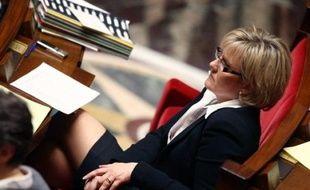 """La secrétaire d'Etat chargée de la Famille Nadine Morano juge """"irresponsable"""" la déclaration du pape Benoît XVI dénonçant l'usage du préservatif, qui aggraverait, selon lui, le problème du sida."""