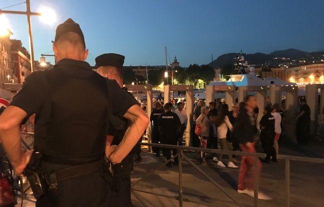 Lors du premier feu d'artifice depuis l'attentat de Nice, la sécurité est omniprésente autour du port.