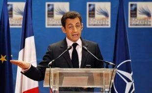 """Dans l'OTAN, a assuré François Fillon, la France peut """"faire entendre une voix singulière"""", et """"une OTAN rénovée est compatible avec une Europe de la défense renforcée"""". François Fillon a par ailleurs affirmé ne voir """"rien qui indique un plan parallèle, un plan sérieux pour l'Afghanistan"""" dans la motion de la gauche."""