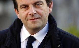 L'élu UMP des Hauts-de-Seine Thierry Solère, rival de Claude Guéant pour l'investiture aux élections législatives à Boulogne-Billancourt, a proposé mardi d'organiser une primaire à droite pour départager les deux candidats.