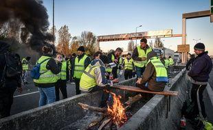 Les gilets jaunes bloquent le pont d'Aquitaine le 19 novembre 2018.