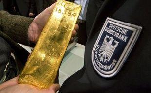 La Banque centrale allemande, la Bundesbank, a annoncé mercredi son intention de rapatrier par étapes d'ici 2020 toutes ses réserves d'or à Paris et une partie de celles entreposées à New York, soit 674 tonnes ou 19% du total des réserves d'or du pays.