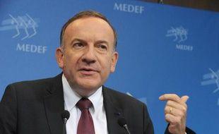 """Le président du Medef Pierre Gattaz a mis en garde mercredi contre le ras-le-bol fiscal des entreprises qui pourrait vite se transformer, selon lui, en """"colère des patrons""""."""