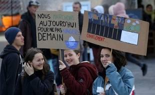 Des jeunes lors d'une marche pour le climat à Montpellier, le 27 janvier 2019.