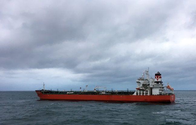 Le tanker Seafrontier en dérive dans le détroit du Pas-de-Calais.