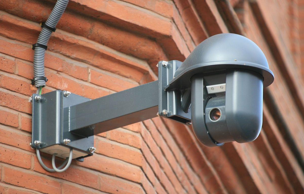 Installation cameras video surveillance place wilson par la Mairie de Toulouse. Zone de surveillance video. – A. GELEBART / 20 MINUTES