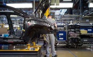 Les usines PSA de Mulhouse (Haut-Rhin) et Sochaux (Doubs) ont programmé six jours de chômage technique sur tout ou partie de leurs lignes en octobre en raison de la baisse persistante des ventes de leurs modèles les moins récents, a-t-on appris vendredi de source syndicale.