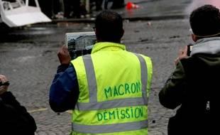 Un «gilet jaune » à Paris, pendant l'acte 9.